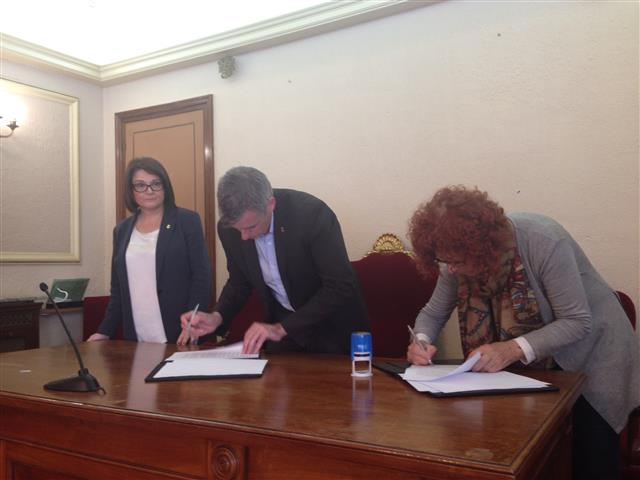 Càritas, Siloé i Creu Roja signen els convenis  de col·laboració amb l´Ajuntament d´Amposta