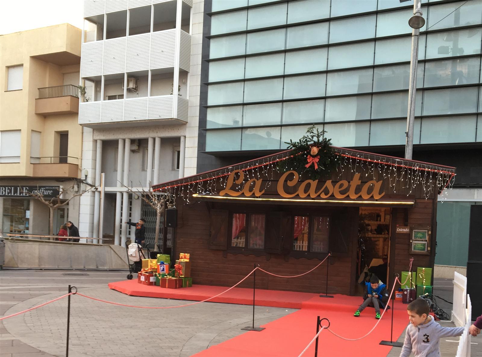 Un parc d´atraccions al Parc dels Xiribecs i la Caseta de Nadal a la plaça del Mercat, estrelles del Nadal a Amposta