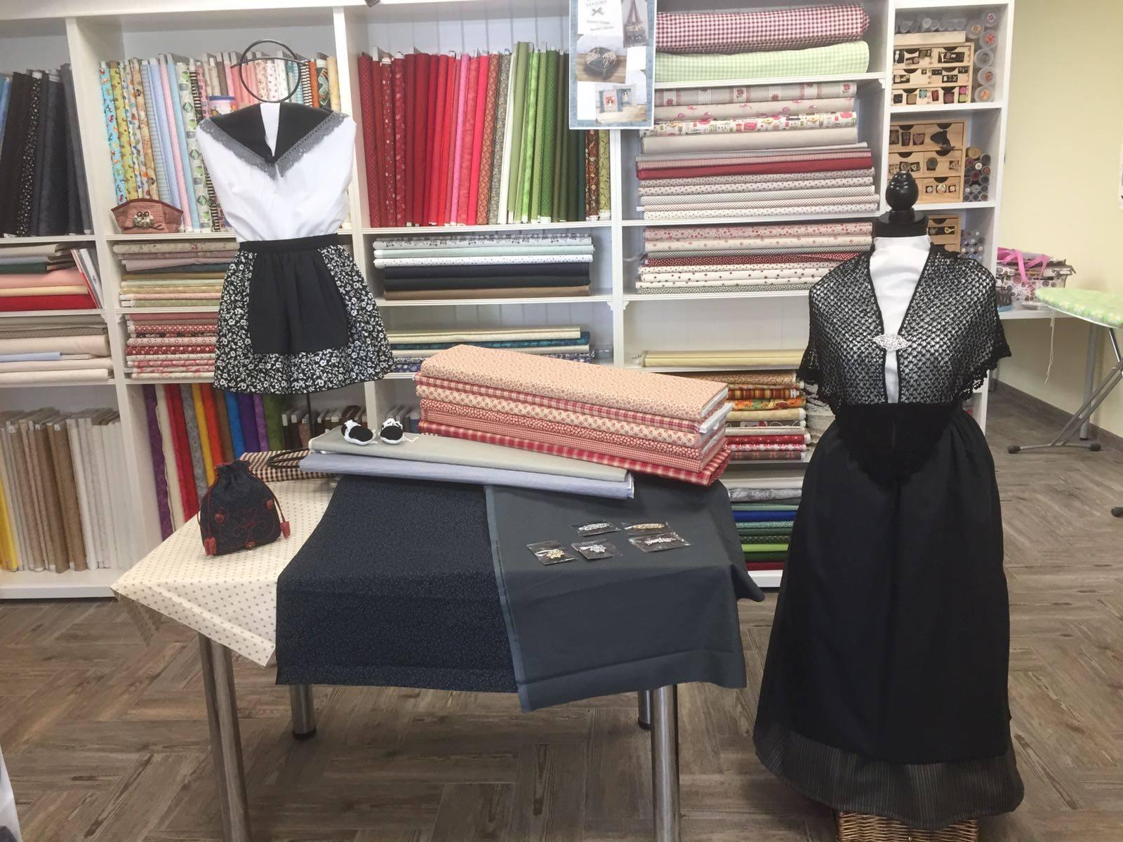 Vesteix-te d'Època. Els comerços d'Amposta col·laboren amb la Festa del Mercat a la Plaça