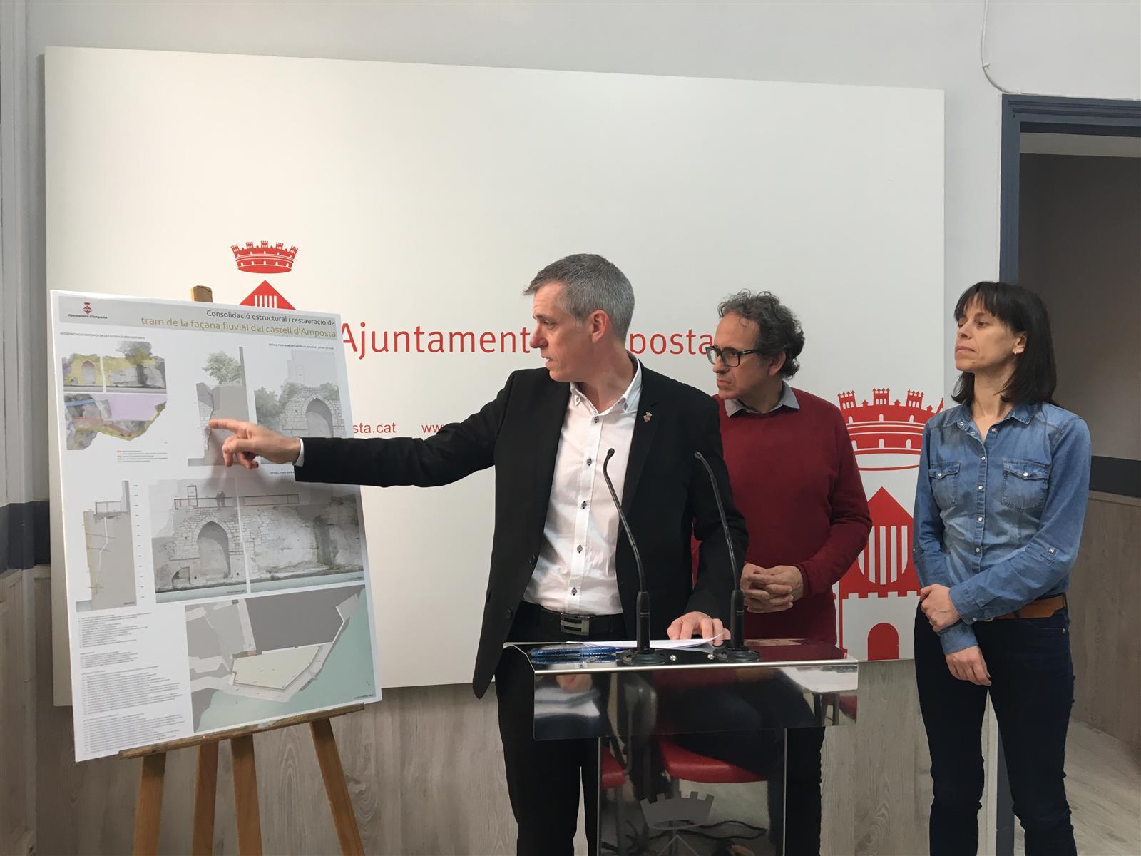 Amposta inicia la recuperació de la façana fluvial del castell